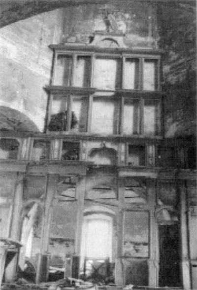 Иконостас верхней церкви (1973 г.)